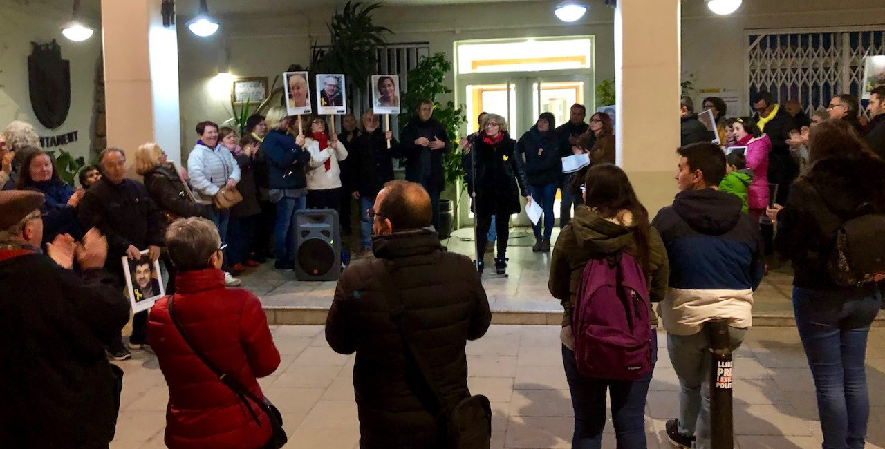 """Protesta per denunciar el """"judici injust"""" per l'1-O que ha començat al Suprem"""
